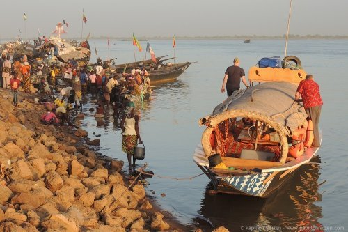 trip by pinasse on the Niger river